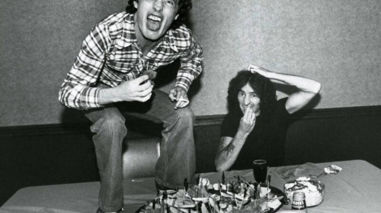 Angus Young e Bon Scott