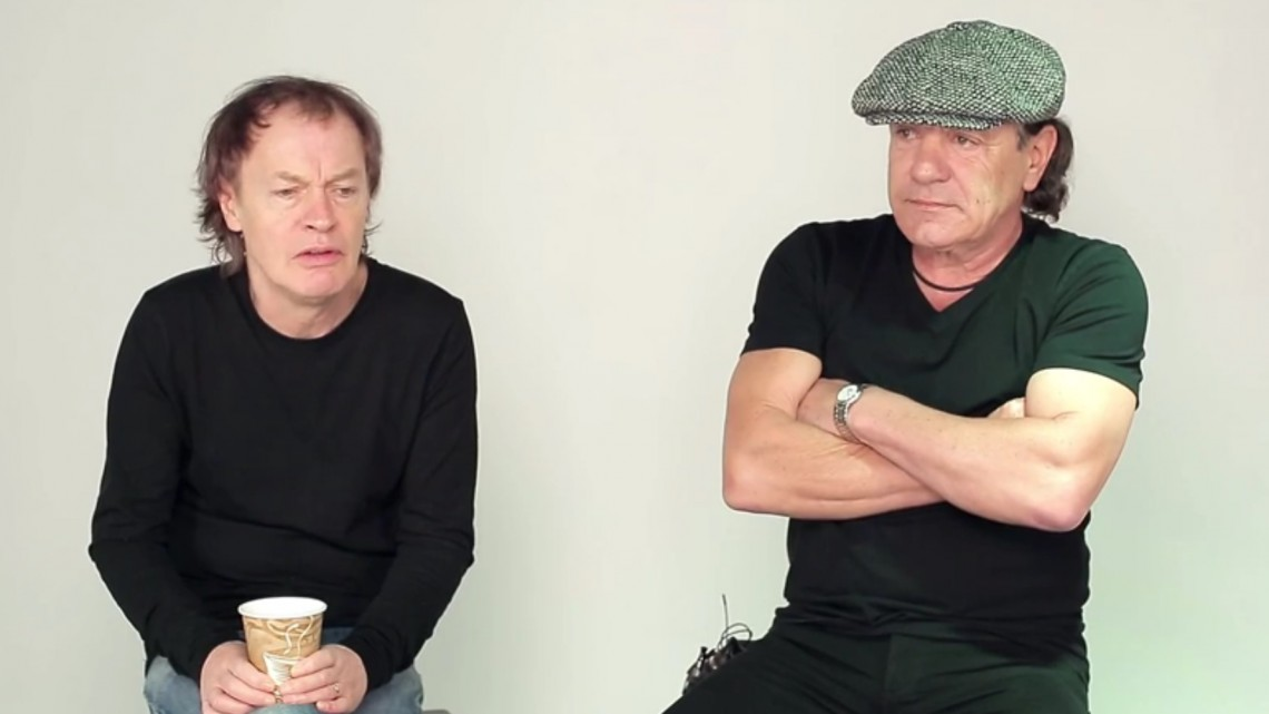 Angus Young e Brian Johnson. 2014.
